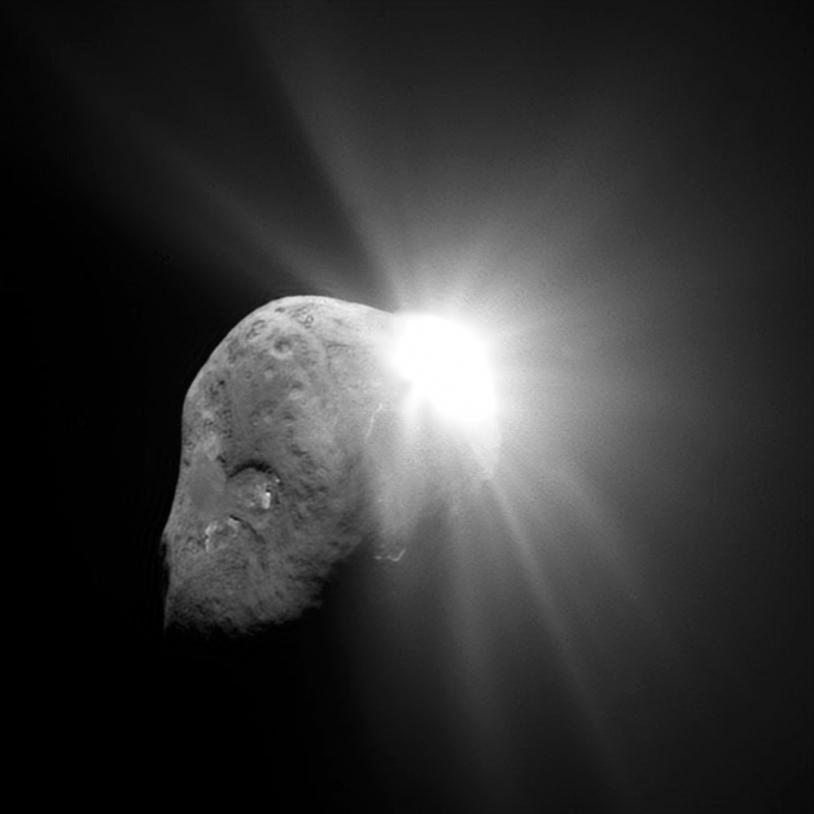 Le 4 juillet 2005, la sonde Deep Impact a largué un projectile sur le noyau de la comète 9P Tempel.
